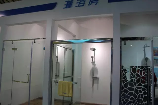 一家參展企業的淋浴房產品