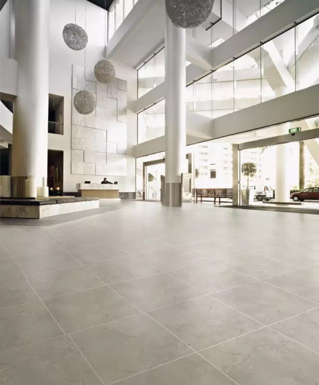 通體大理石磚硬度較高,同樣適用於人流量較大的公共場所,如商場