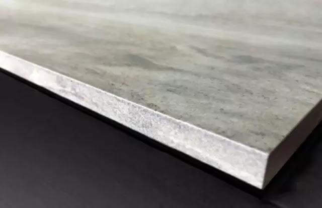 通體大理石瓷磚是什麼? 通體大理石瓷磚是通過對磚坯混色或採用布料工藝,使其底坯形成與表面圖案一致的花紋的產品,從而彌補傳統拋釉產品在使用過程中拉槽、倒角、磨邊等不足。