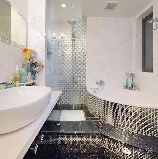 浴缸也是一樣的道理,弧形的裙邊可以用馬賽克來貼